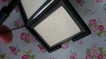 NARS-Albatross-Highlighting-Blush-Powder